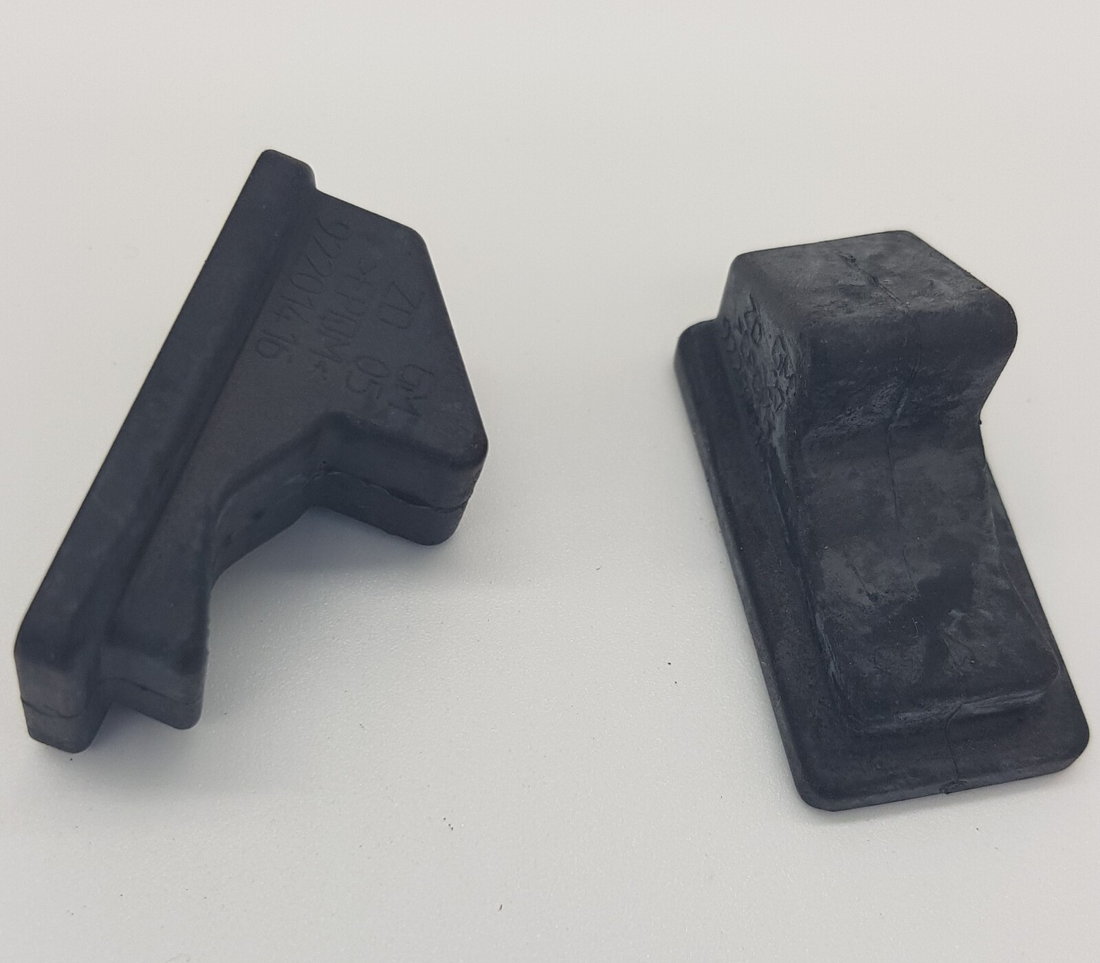 LOWER GLOVE BOX BUMP STOP 1 only 92201416 suitable for Holden COMMODORE VY VZ gl